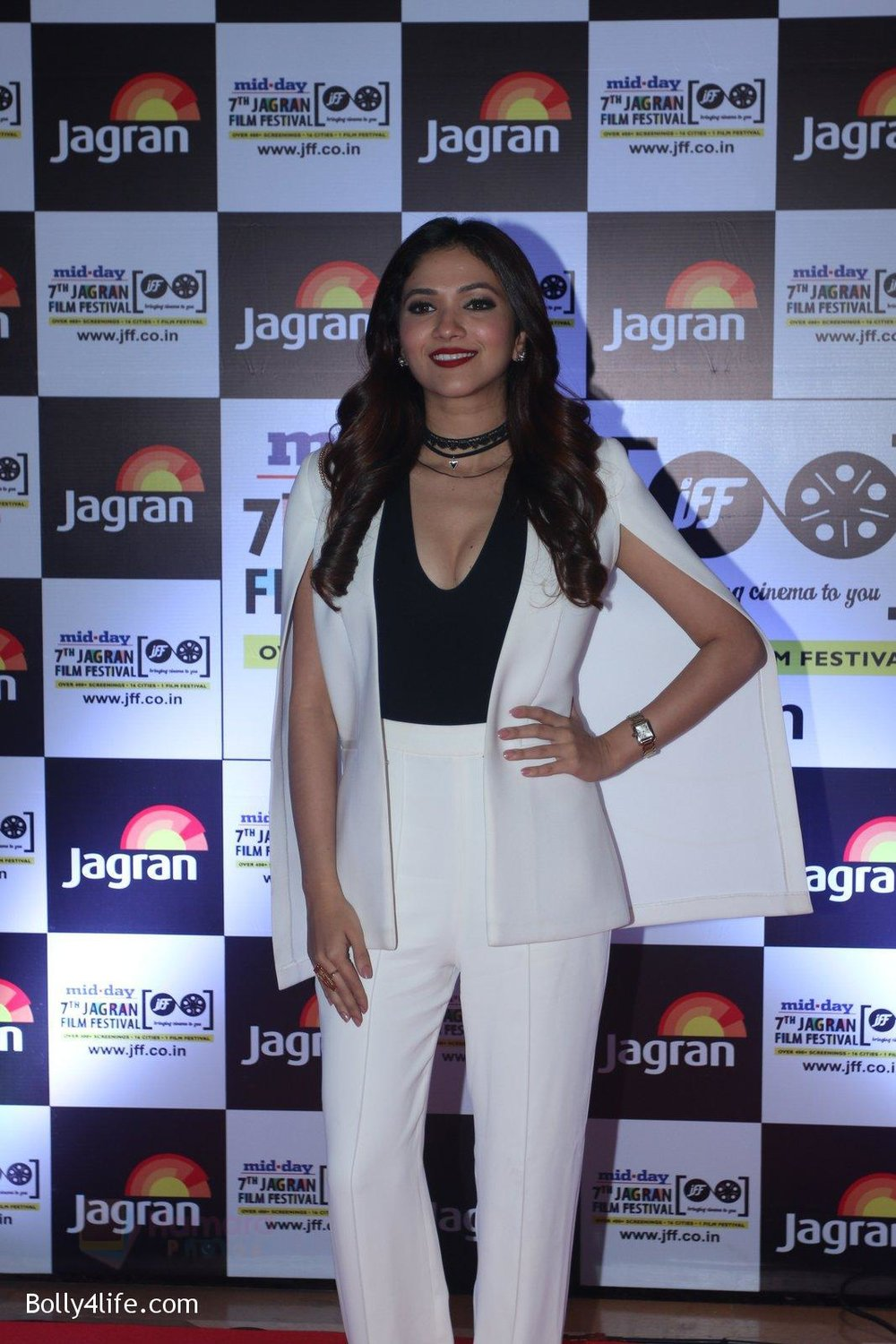 Ridhima-Pandit-at-Jagran-Film-fest-awards-on-30th-Sept-2016-88.jpg