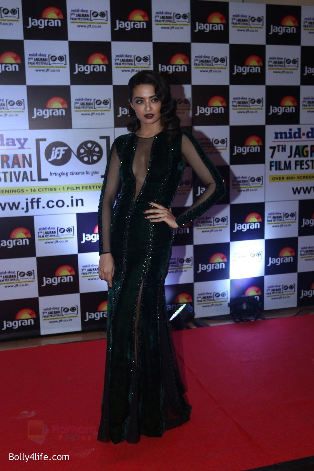 Surveen-Chawla-at-Jagran-Film-fest-awards-on-30th-Sept-2016-84.jpg