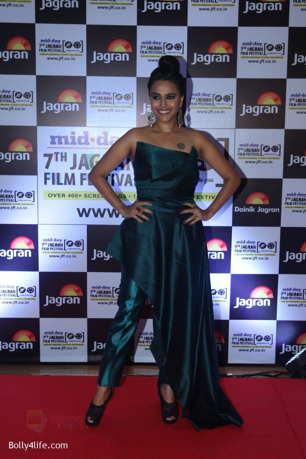 Swara-Bhaskar-at-Jagran-Film-fest-awards-on-30th-Sept-2016-72.jpg