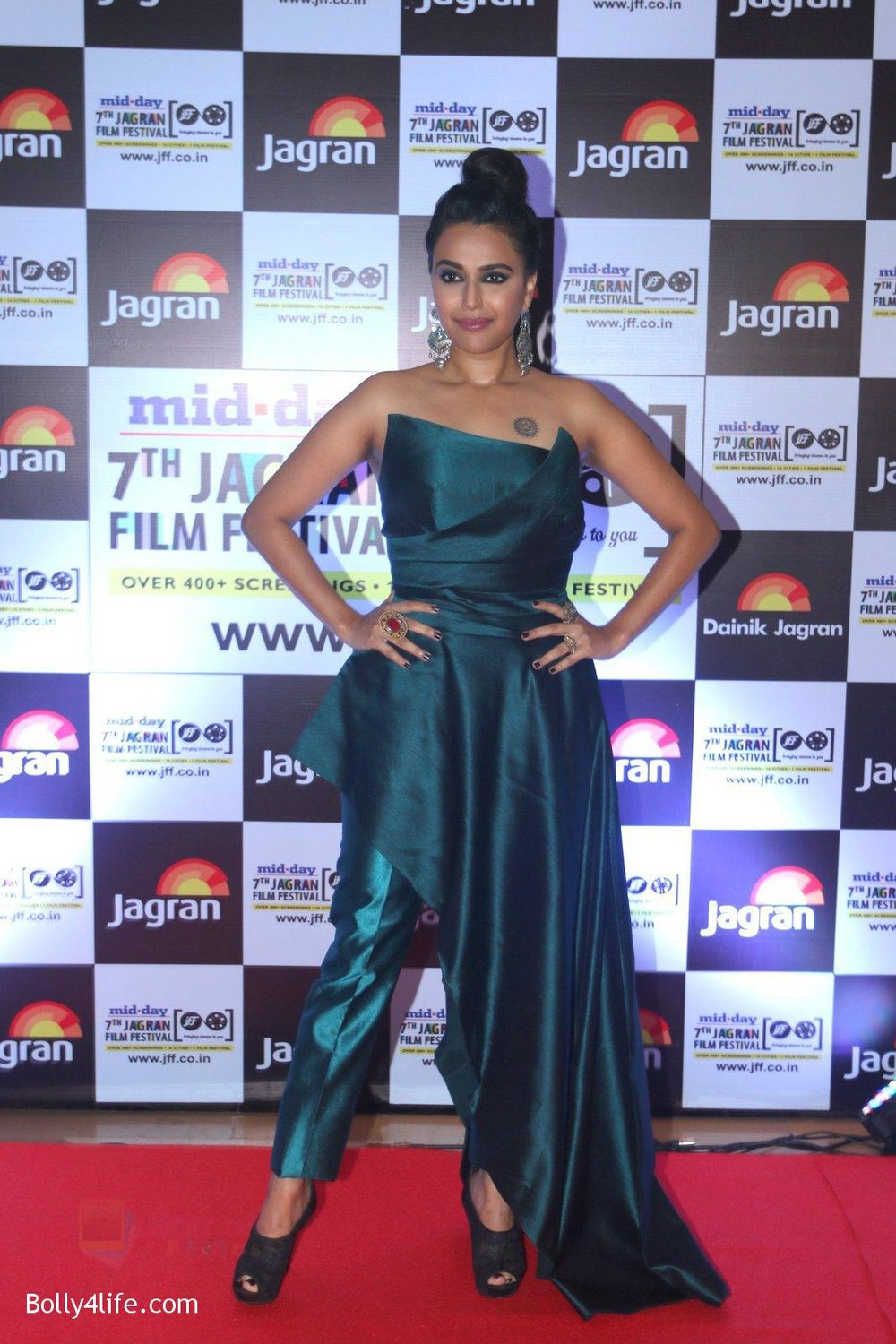 Swara-Bhaskar-at-Jagran-Film-fest-awards-on-30th-Sept-2016-74.jpg