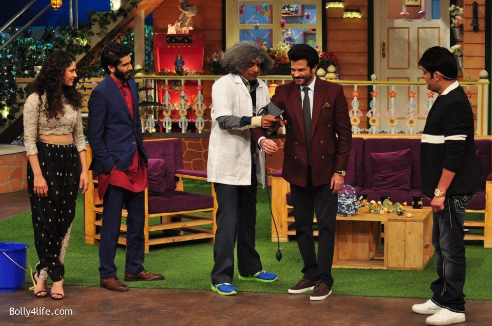 Harshvardhan-Kapoor-Saiyami-Kher-Anil-Kapoor-promotes-Mirzya-on-the-sets-of-The-Kapil-Sharma-Show-on-30th-Sept-2016-96.jpg