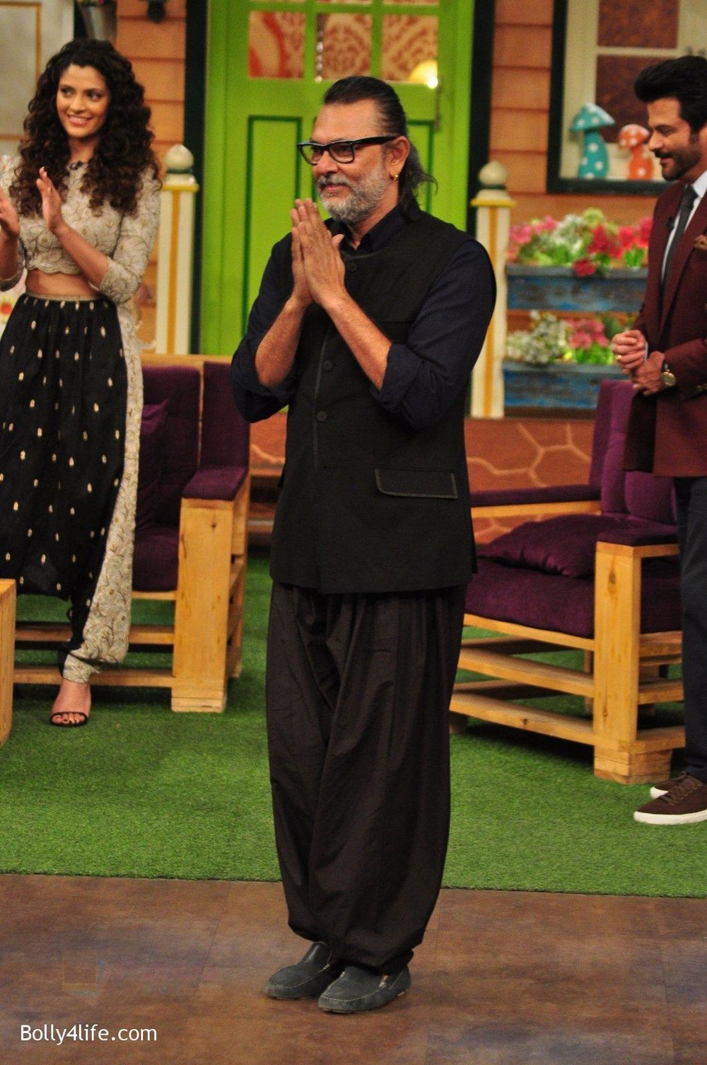 Rakeysh-Omprakash-Mehra-promotes-Mirzya-on-the-sets-of-The-Kapil-Sharma-Show-on-30th-Sept-2016-75.jpg