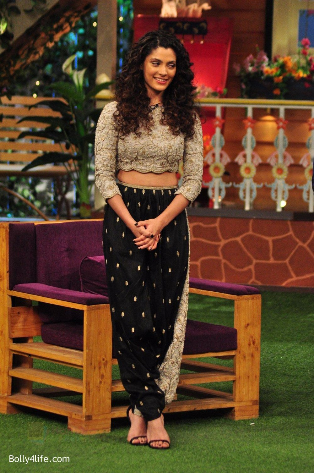 Saiyami-Kher-promotes-Mirzya-on-the-sets-of-The-Kapil-Sharma-Show-on-30th-Sept-2016-98.jpg