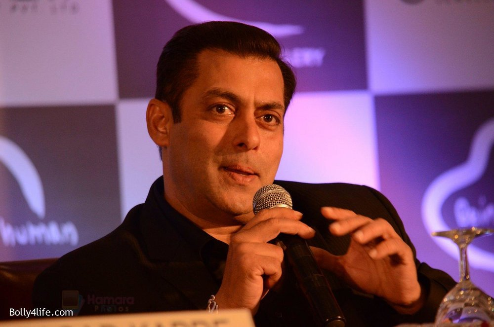 Salman-at-Being-Human-jewellery-launch-on-30th-Sept-2016-16.jpg