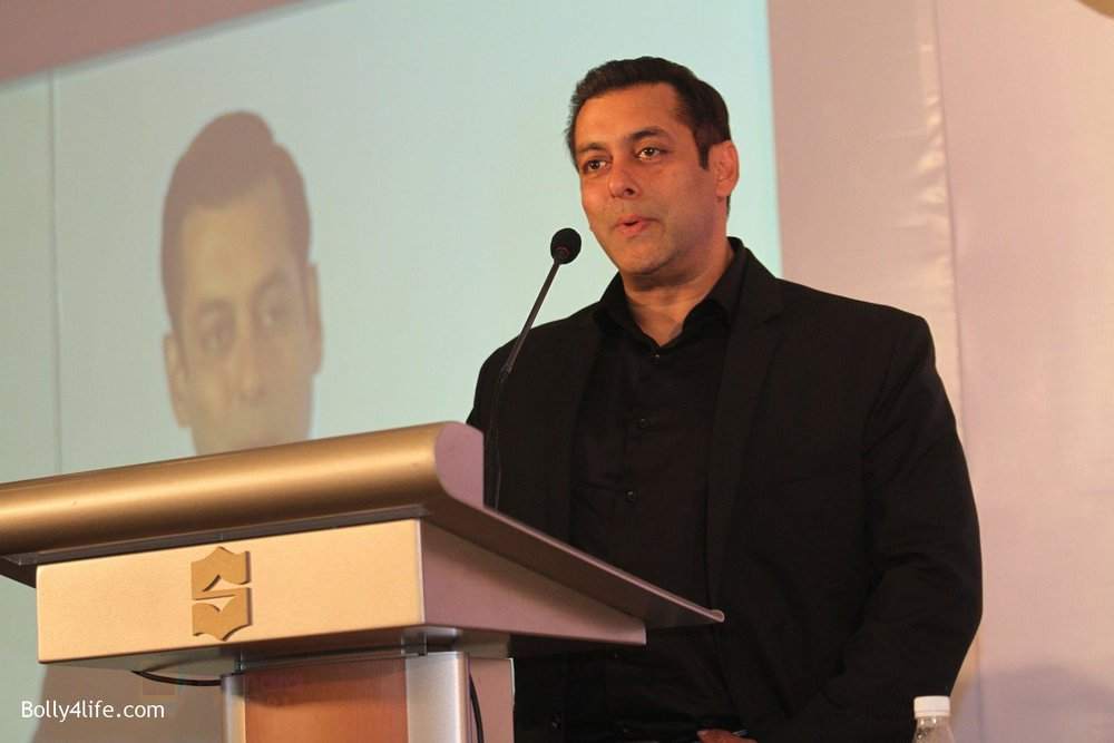Salman-at-Being-Human-jewellery-launch-on-30th-Sept-2016-34.jpg