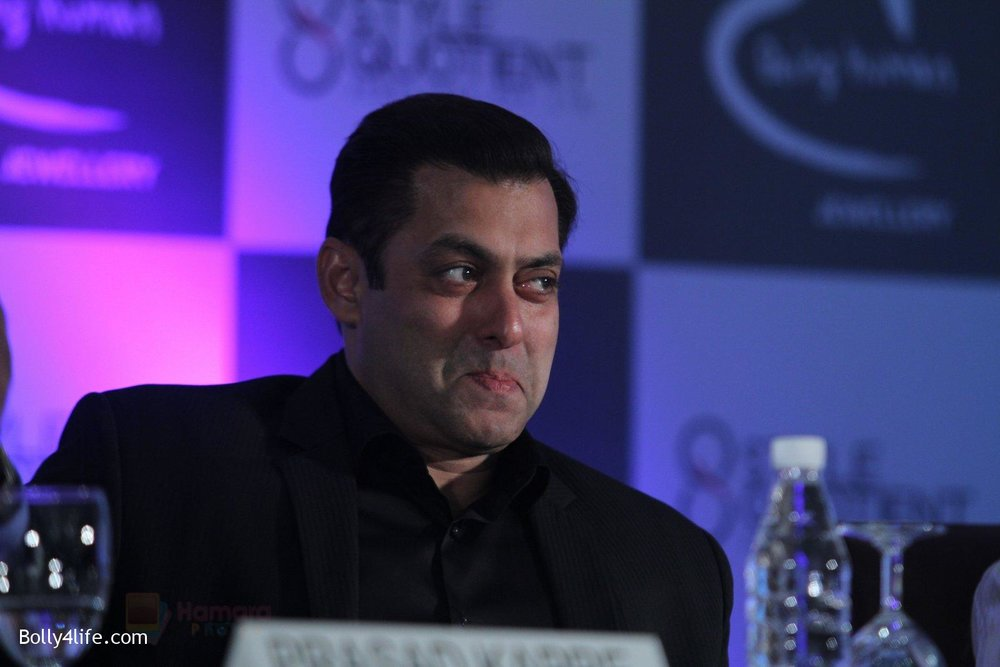 Salman-at-Being-Human-jewellery-launch-on-30th-Sept-2016-36.jpg