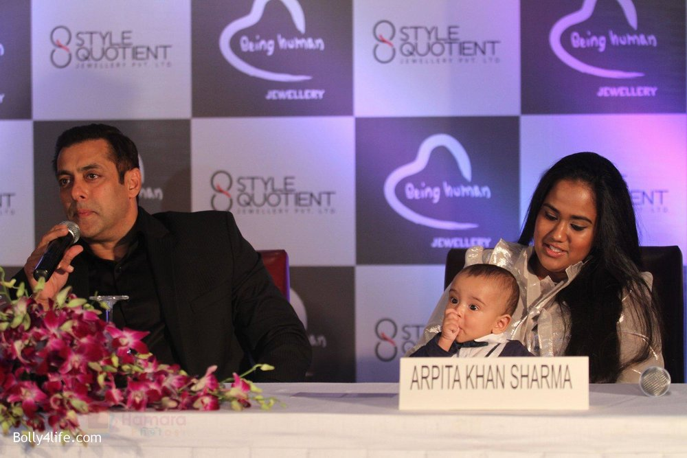Salman-Khan-Arpita-Khan-at-Being-Human-jewellery-launch-on-30th-Sept-2016-32.jpg