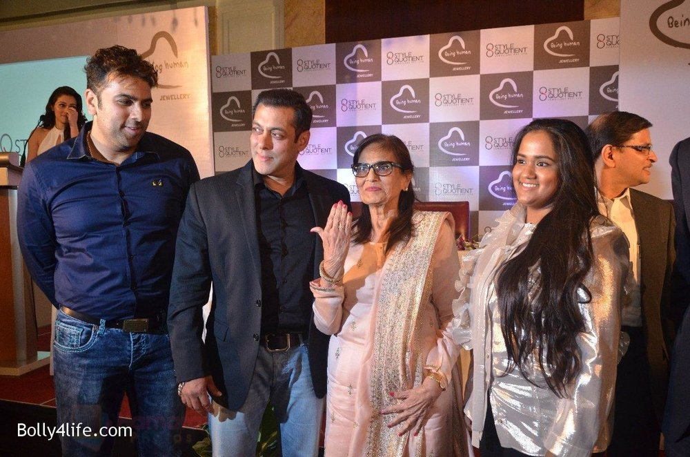 Salman-Khan-Salma-Khan-Arpita-Khan-at-Being-Human-jewellery-launch-on-30th-Sept-2016-23.jpg