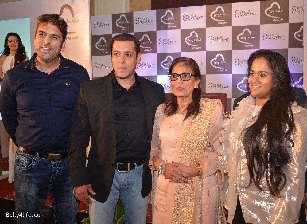 Salman-Khan-Salma-Khan-Arpita-Khan-at-Being-Human-jewellery-launch-on-30th-Sept-2016-24.jpg