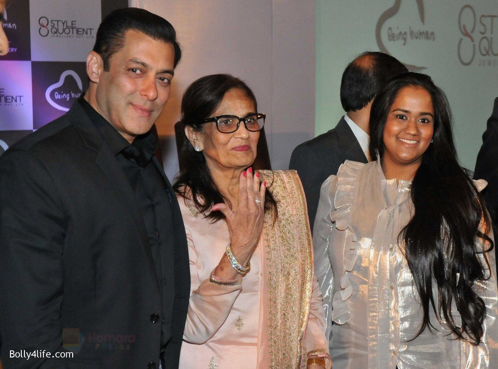 Salman-Khan-Salma-Khan-Arpita-Khan-at-Being-Human-jewellery-launch-on-30th-Sept-2016-31.jpg