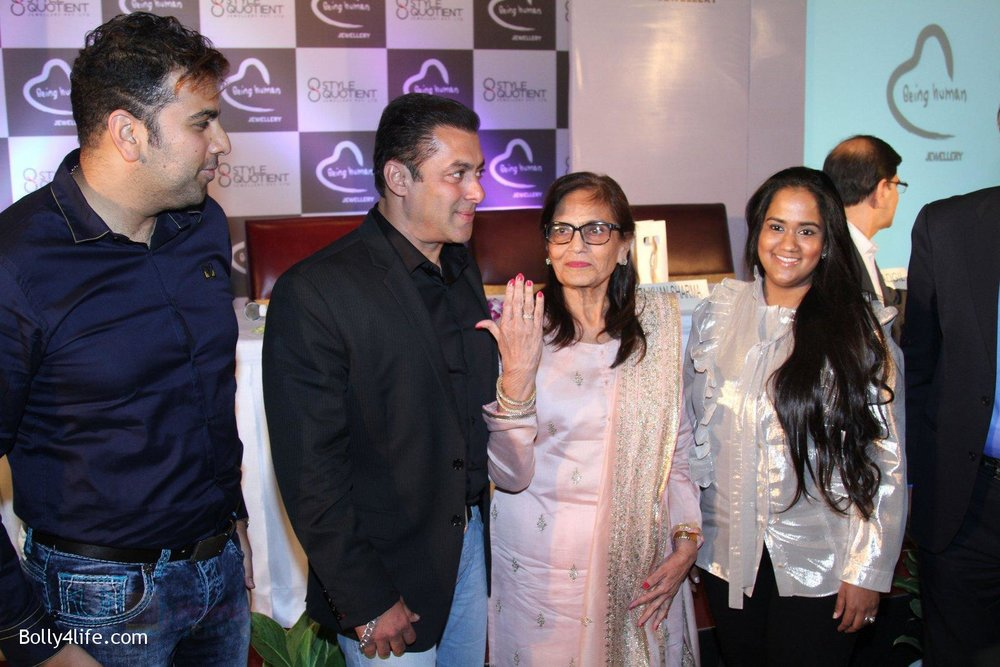 Salman-Khan-Salma-Khan-Arpita-Khan-at-Being-Human-jewellery-launch-on-30th-Sept-2016-32.jpg