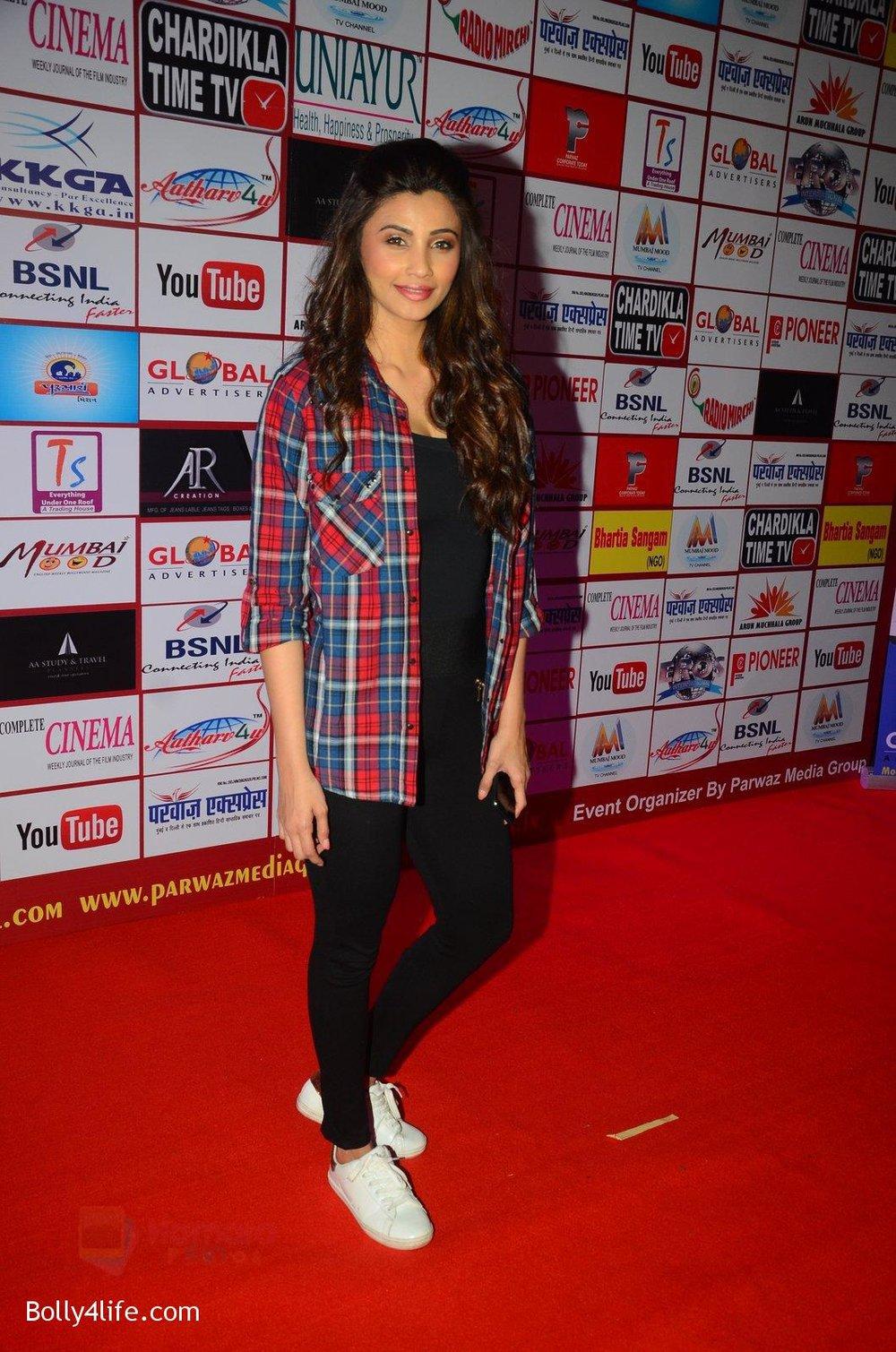 Daisy-Shah-at-TIIFA-Awards-on-1st-Oct-2016-41.jpg