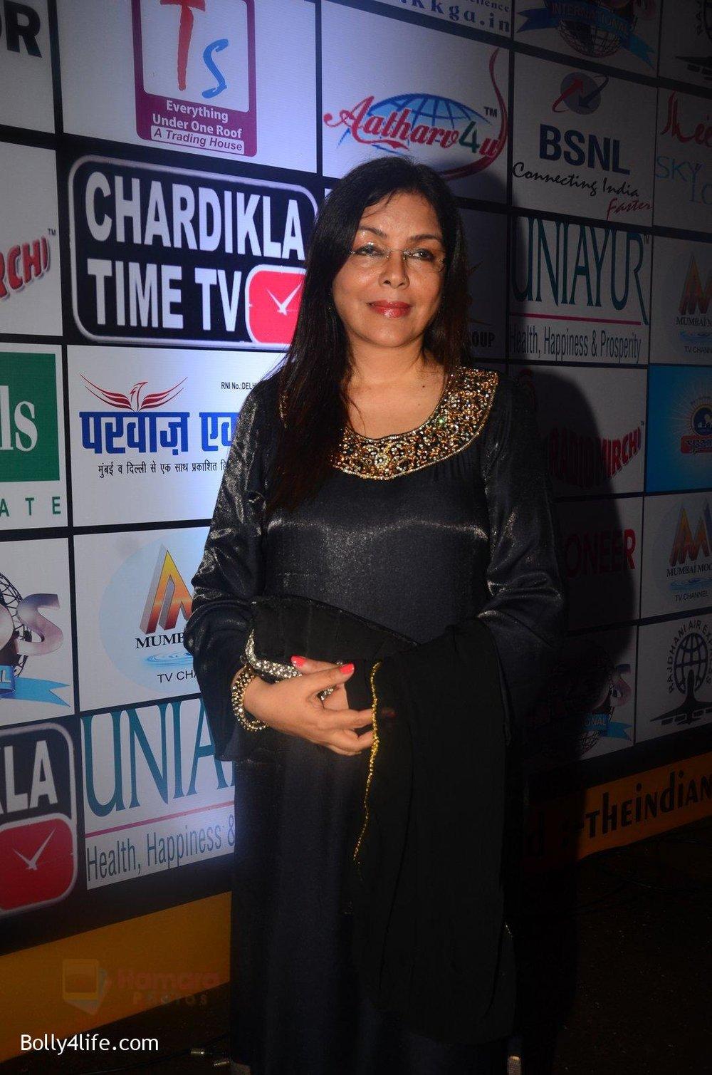 Zeenat-Aman-at-TIIFA-Awards-on-1st-Oct-2016-25.jpg