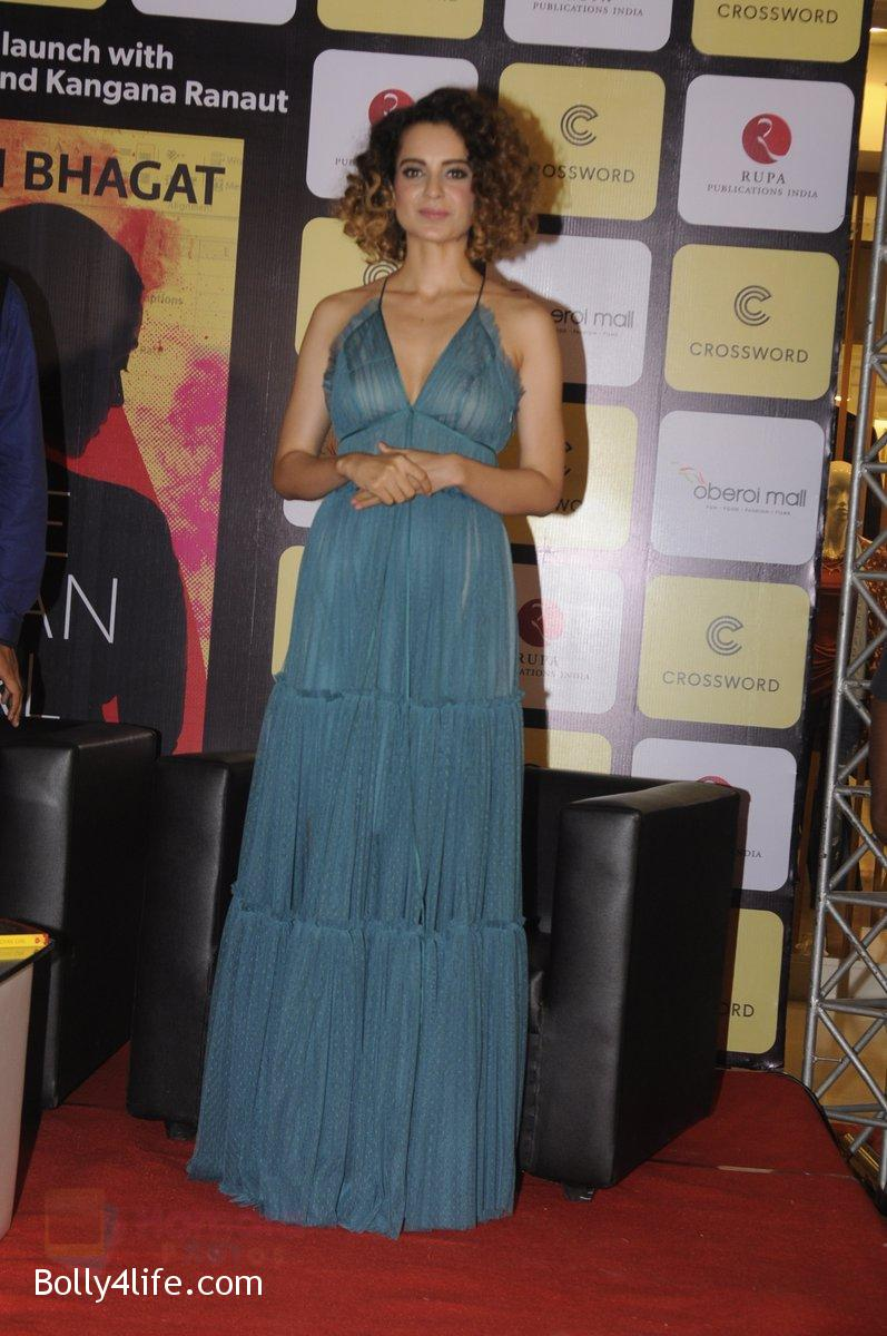 Kangana-Ranaut-at-Chetan-Bhagats-new-novel-One-Indian-Girl-launch-in-Oberoi-Mall-on-1st-Oct-2016-18.jpg