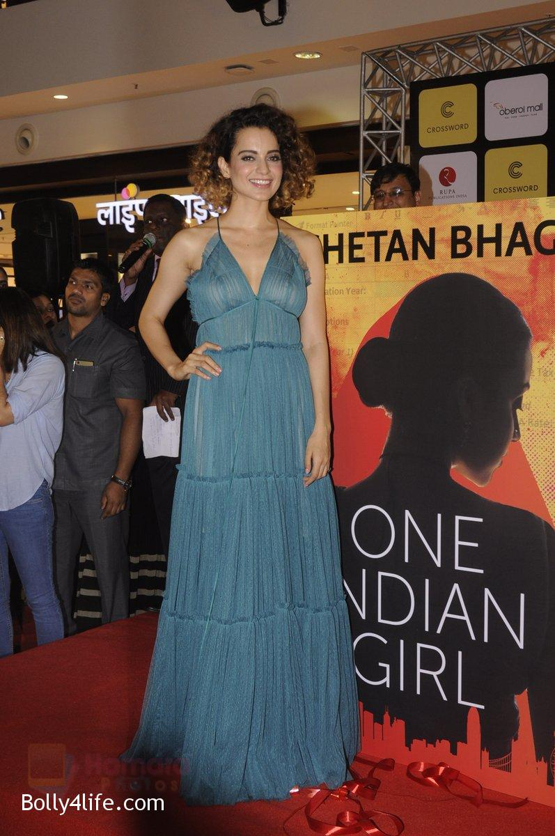 Kangana-Ranaut-at-Chetan-Bhagats-new-novel-One-Indian-Girl-launch-in-Oberoi-Mall-on-1st-Oct-2016-49.jpg