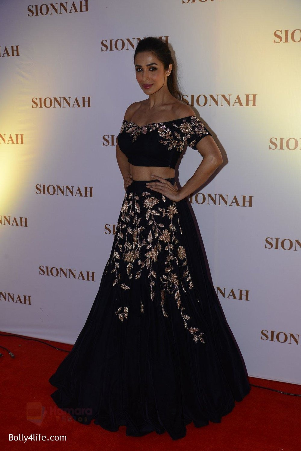 Malaika-Arora-at-sionnah-store-launch-on-1st-Oct-2016-40.jpg