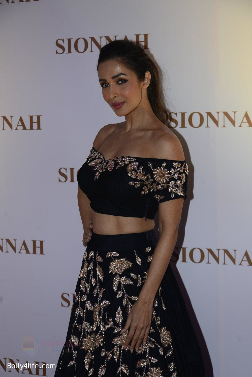 Malaika-Arora-at-sionnah-store-launch-on-1st-Oct-2016-42.jpg