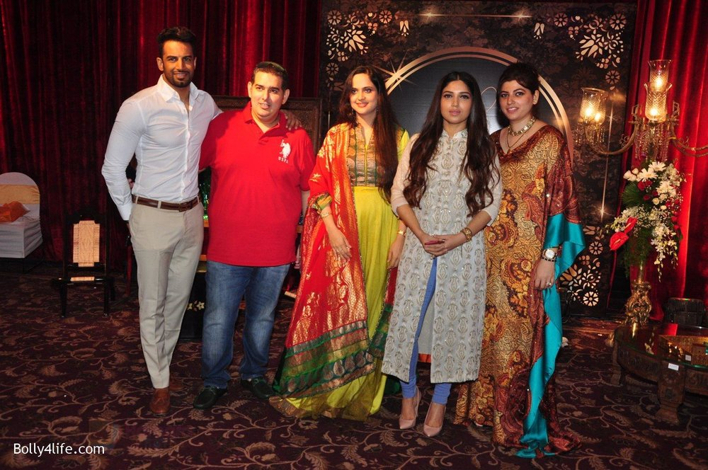 Upen-Patel-Bhumi-Pednekar-at-Naafia-Naazish-exhibition-on-1st-Oct-2016-31.jpg