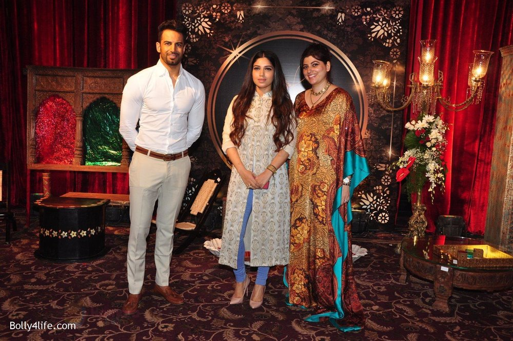 Upen-Patel-Bhumi-Pednekar-at-Naafia-Naazish-exhibition-on-1st-Oct-2016-33.jpg