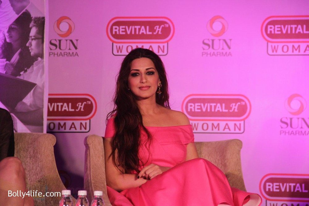 Sonali-Bendre-at-the-Launch-of-Revital-Woman_s-Healthy-Conversations-on-3rd-Oct-2016-4.jpg