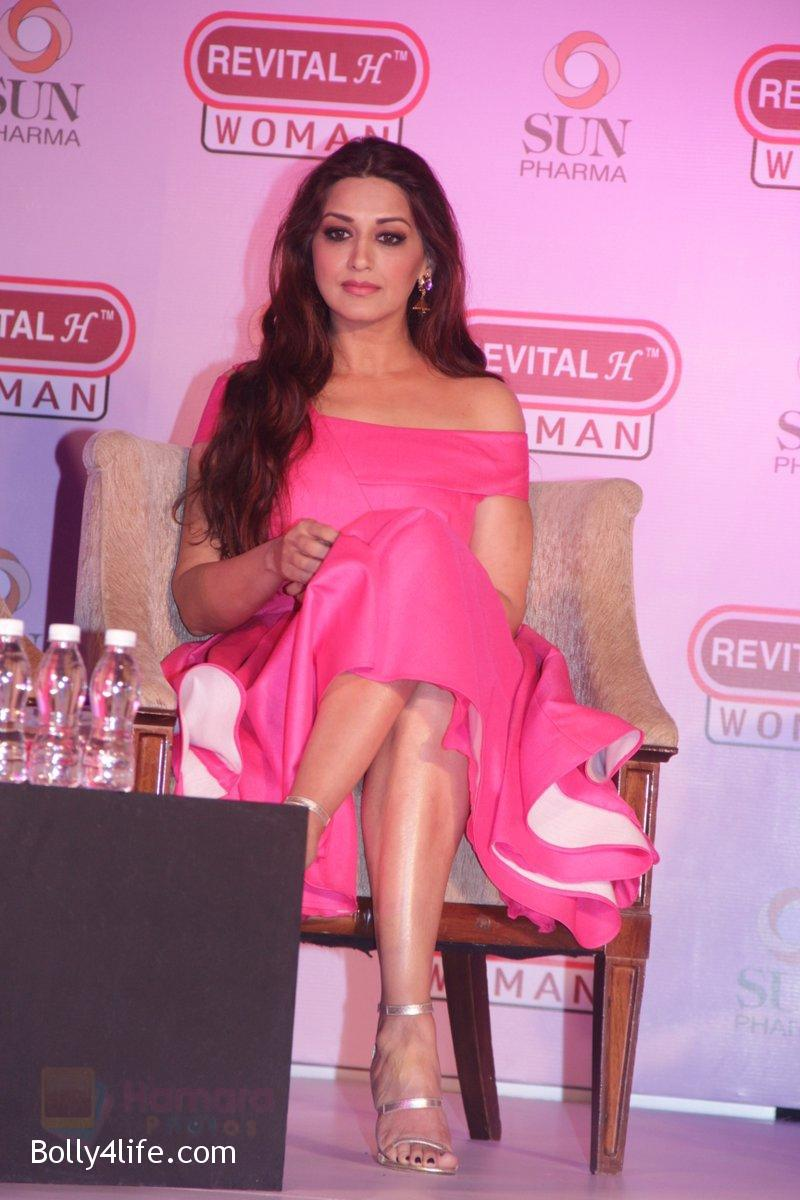 Sonali-Bendre-at-the-Launch-of-Revital-Woman_s-Healthy-Conversations-on-3rd-Oct-2016-6.jpg