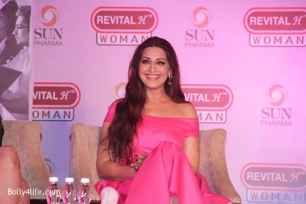 Sonali-Bendre-at-the-Launch-of-Revital-Woman_s-Healthy-Conversations-on-3rd-Oct-2016-7.jpg