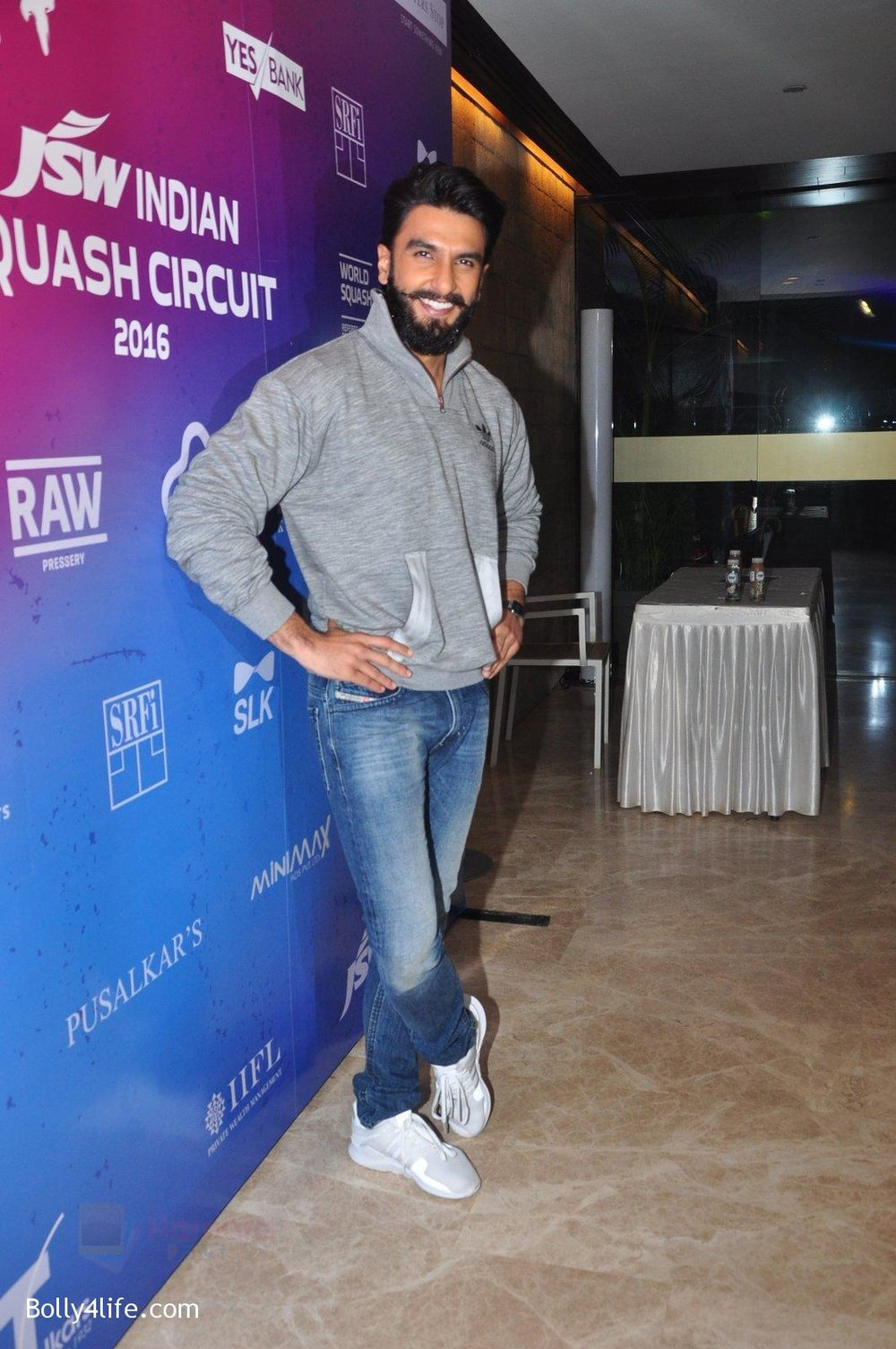 Ranveer-Singh-at-JSW-awards-function-on-2nd-Oct-2016-8.jpg