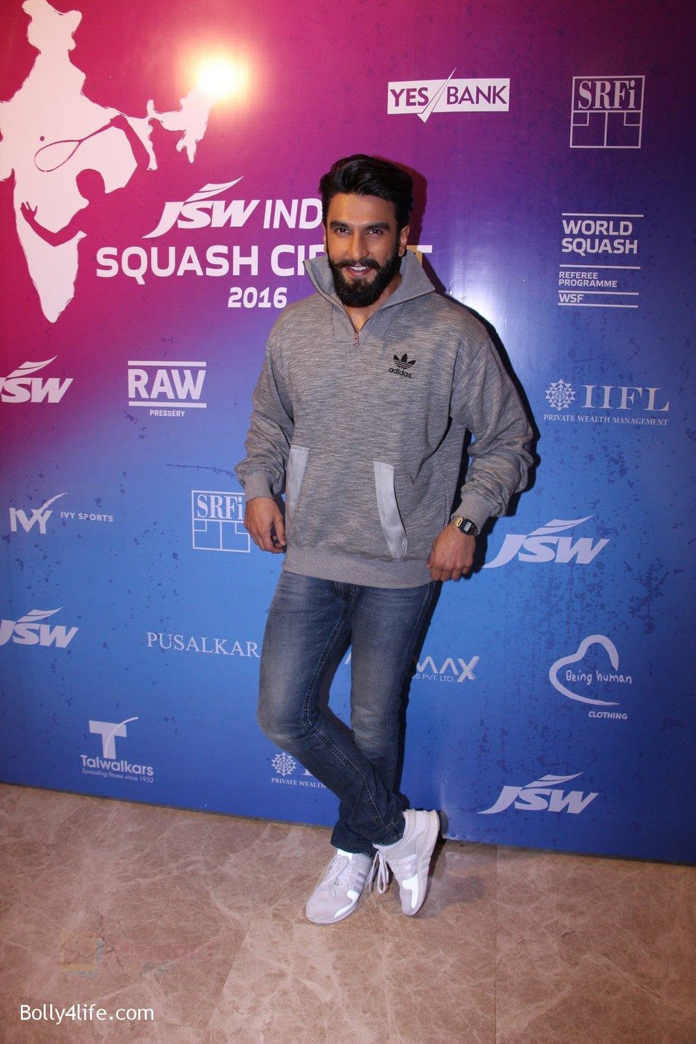 Ranveer-Singh-at-JSW-awards-function-on-2nd-Oct-2016-21.jpg