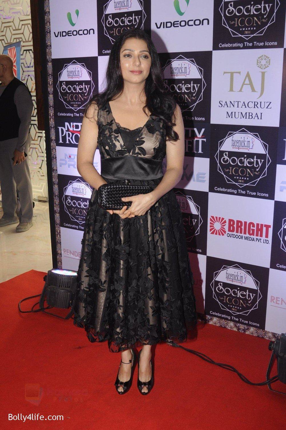 Bhumika-Chawla-at-Society-Icon-Awards-on-2nd-Oct-2016-36.jpg