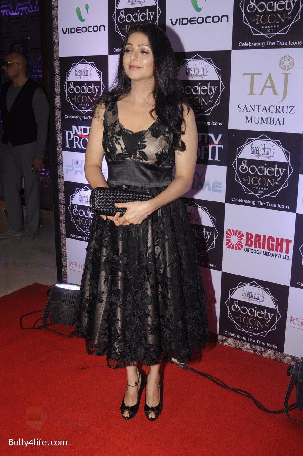 Bhumika-Chawla-at-Society-Icon-Awards-on-2nd-Oct-2016-37.jpg