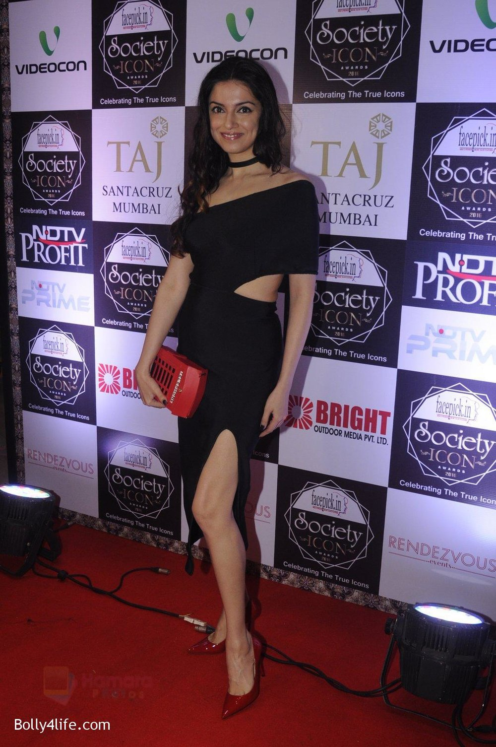 Divya-Kumar-at-Society-Icon-Awards-on-2nd-Oct-2016-52.jpg