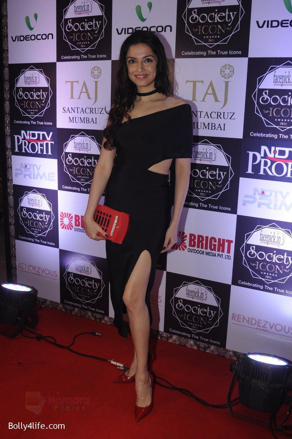 Divya-Kumar-at-Society-Icon-Awards-on-2nd-Oct-2016-53.jpg