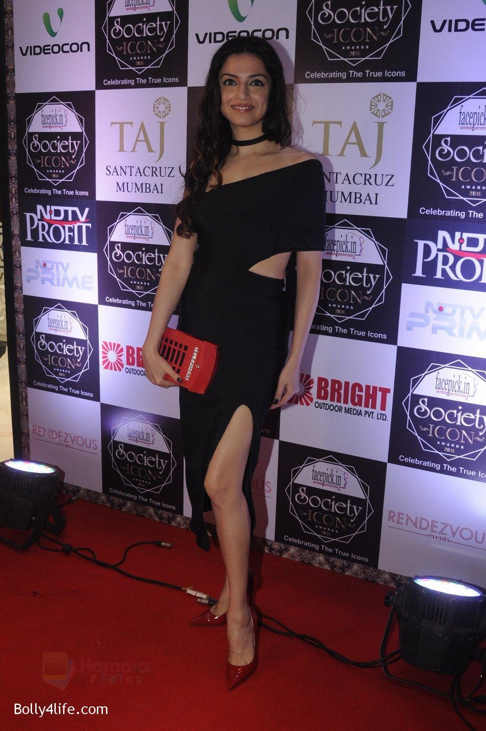 Divya-Kumar-at-Society-Icon-Awards-on-2nd-Oct-2016-54.jpg