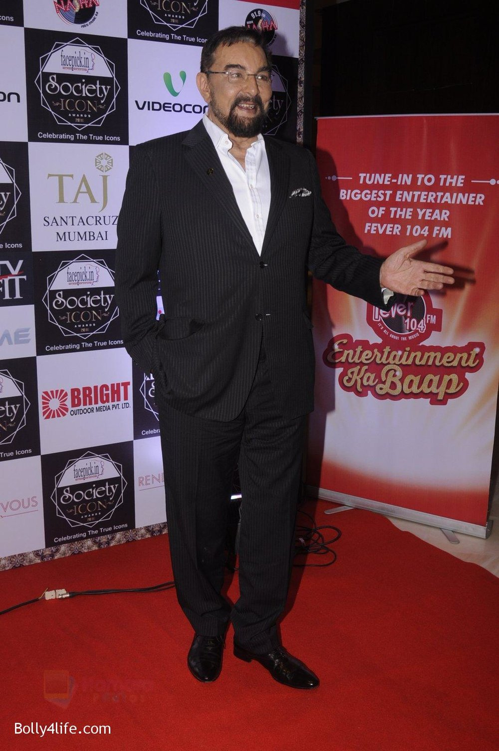 Kabir-Bedi-at-Society-Icon-Awards-on-2nd-Oct-2016-21.jpg