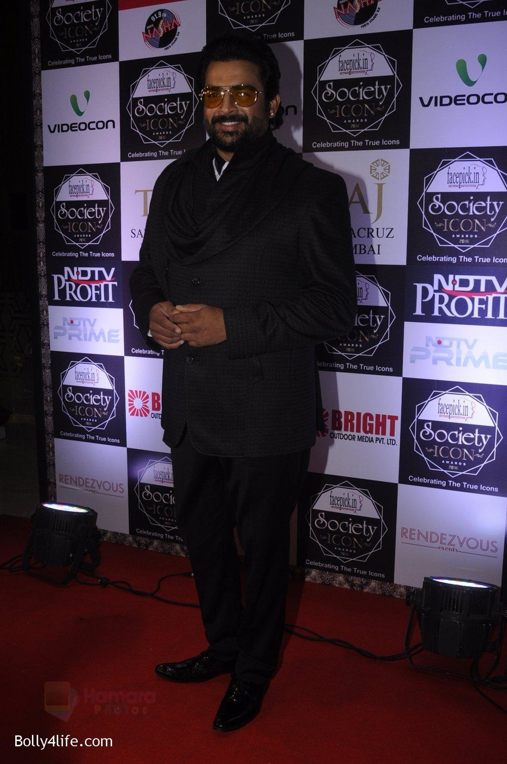 Madhavan-at-Society-Icon-Awards-on-2nd-Oct-2016-65.jpg