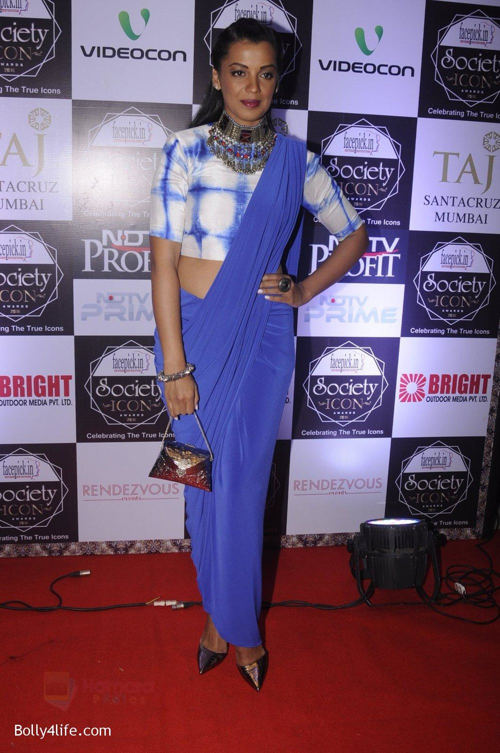 Mugdha-Godse-at-Society-Icon-Awards-on-2nd-Oct-2016-69.jpg