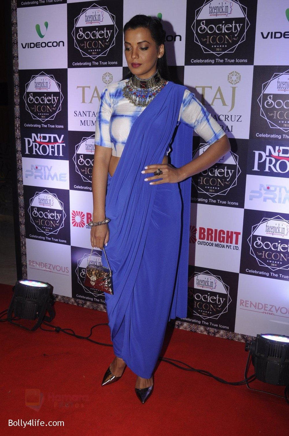 Mugdha-Godse-at-Society-Icon-Awards-on-2nd-Oct-2016-71.jpg