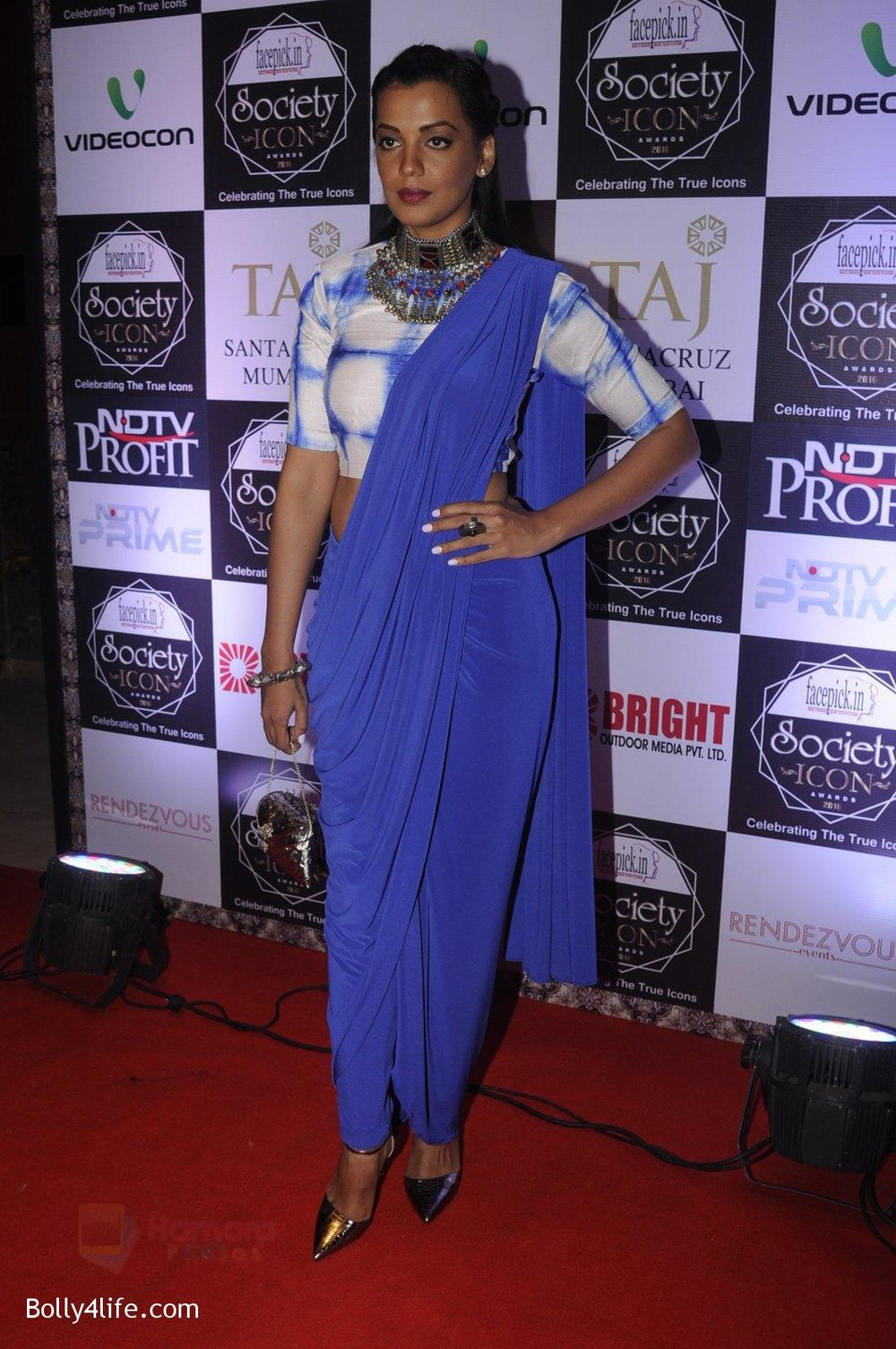 Mugdha-Godse-at-Society-Icon-Awards-on-2nd-Oct-2016-72.jpg