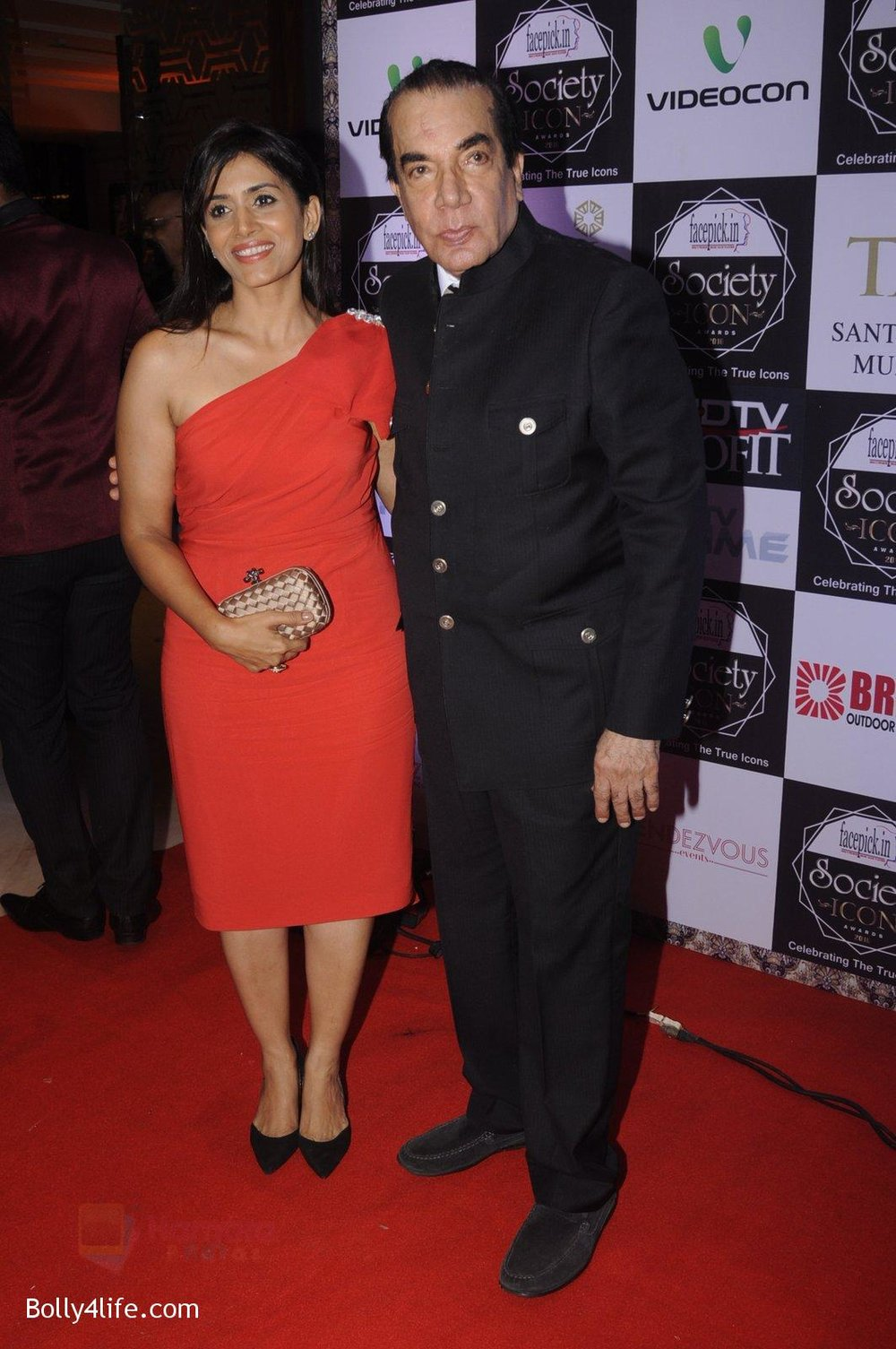 Sonali-Kulkarni-at-Society-Icon-Awards-on-2nd-Oct-2016-27.jpg