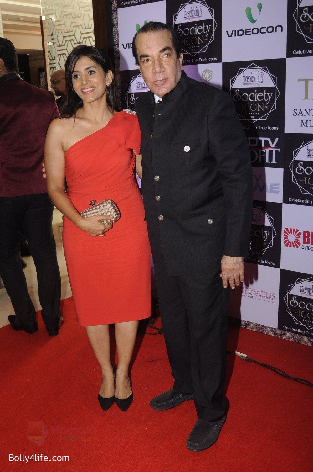 Sonali-Kulkarni-at-Society-Icon-Awards-on-2nd-Oct-2016-38.jpg