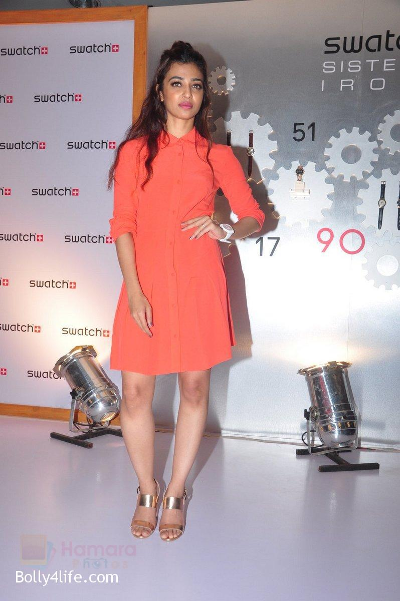 Radhika-Apte-at-Swatch-event-in-J-W-Marriott-on-4th-Oct-2016-13.jpg