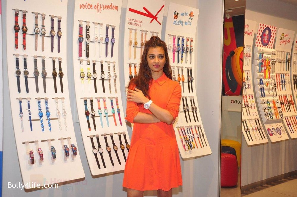 Radhika-Apte-at-Swatch-event-in-J-W-Marriott-on-4th-Oct-2016-19.jpg