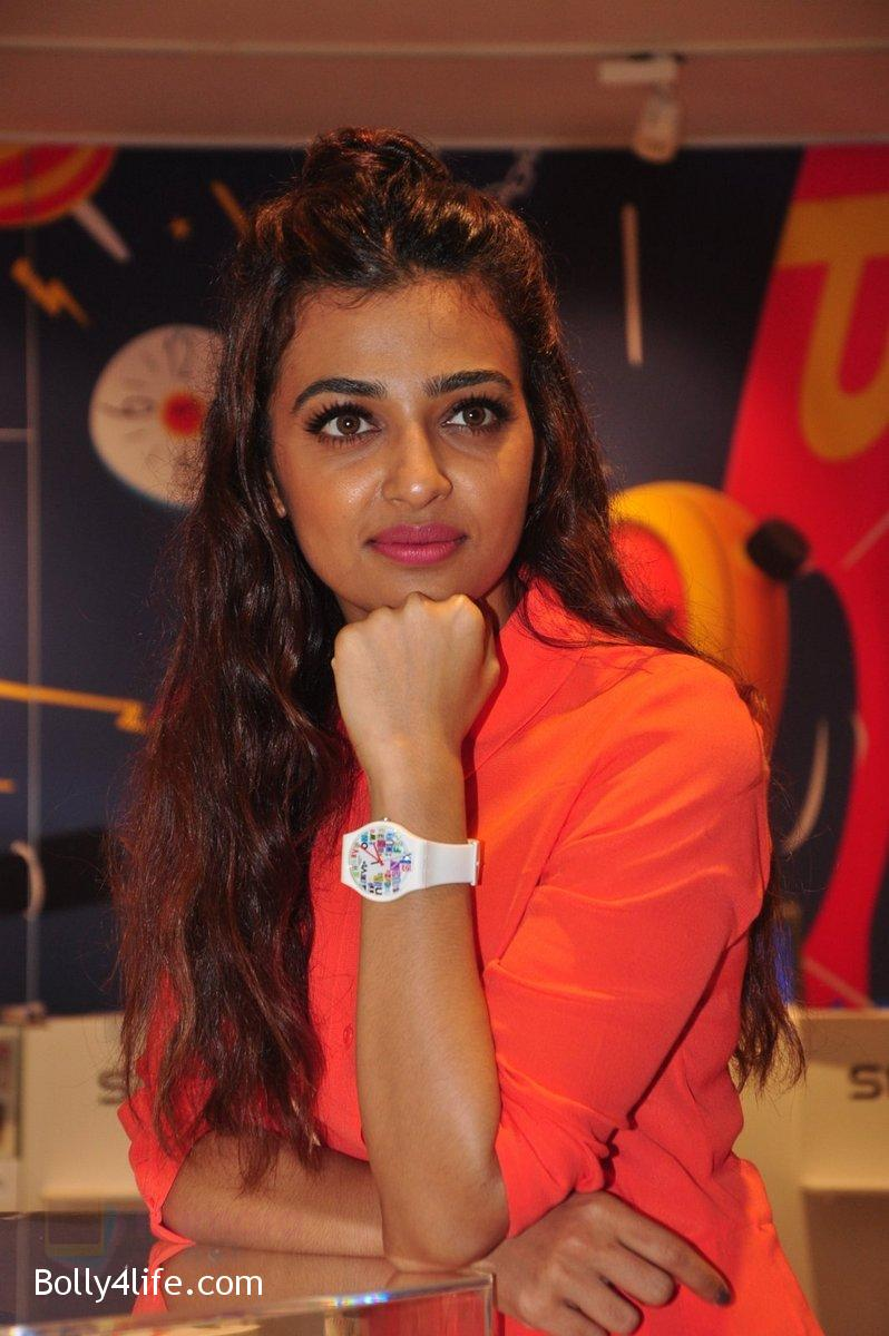 Radhika-Apte-at-Swatch-event-in-J-W-Marriott-on-4th-Oct-2016-21.jpg