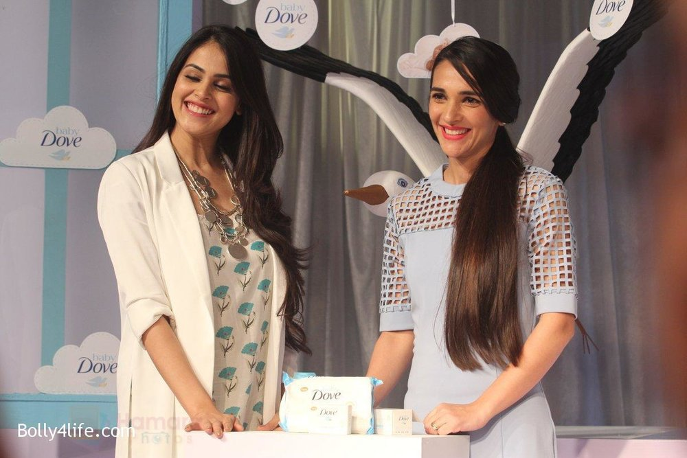Genelia-D-Souza-and-Tara-Sharma-at-launch-of-Baby-Dove-in-India-on-4th-Oct-2016-100.jpg
