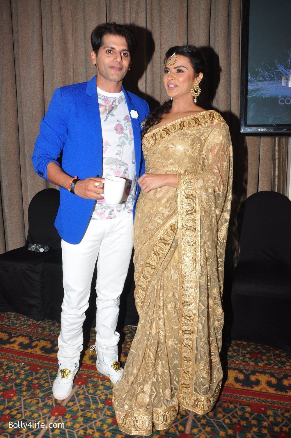 Aashka-Goradia-Karanvir-Bohra-at-Naagin-2-launch-in-Mumbai-on-4th-Oct-2016-24.jpg