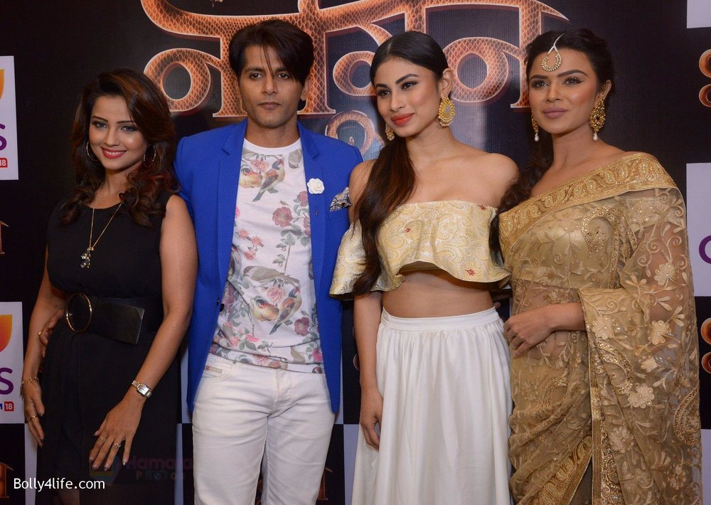 Adaa-Khan-Karanvir-Bohra-Mouni-Roy-Aashka-Goradia-at-Naagin-2-launch-in-Mumbai-on-4th-Oct-2016-2.jpg