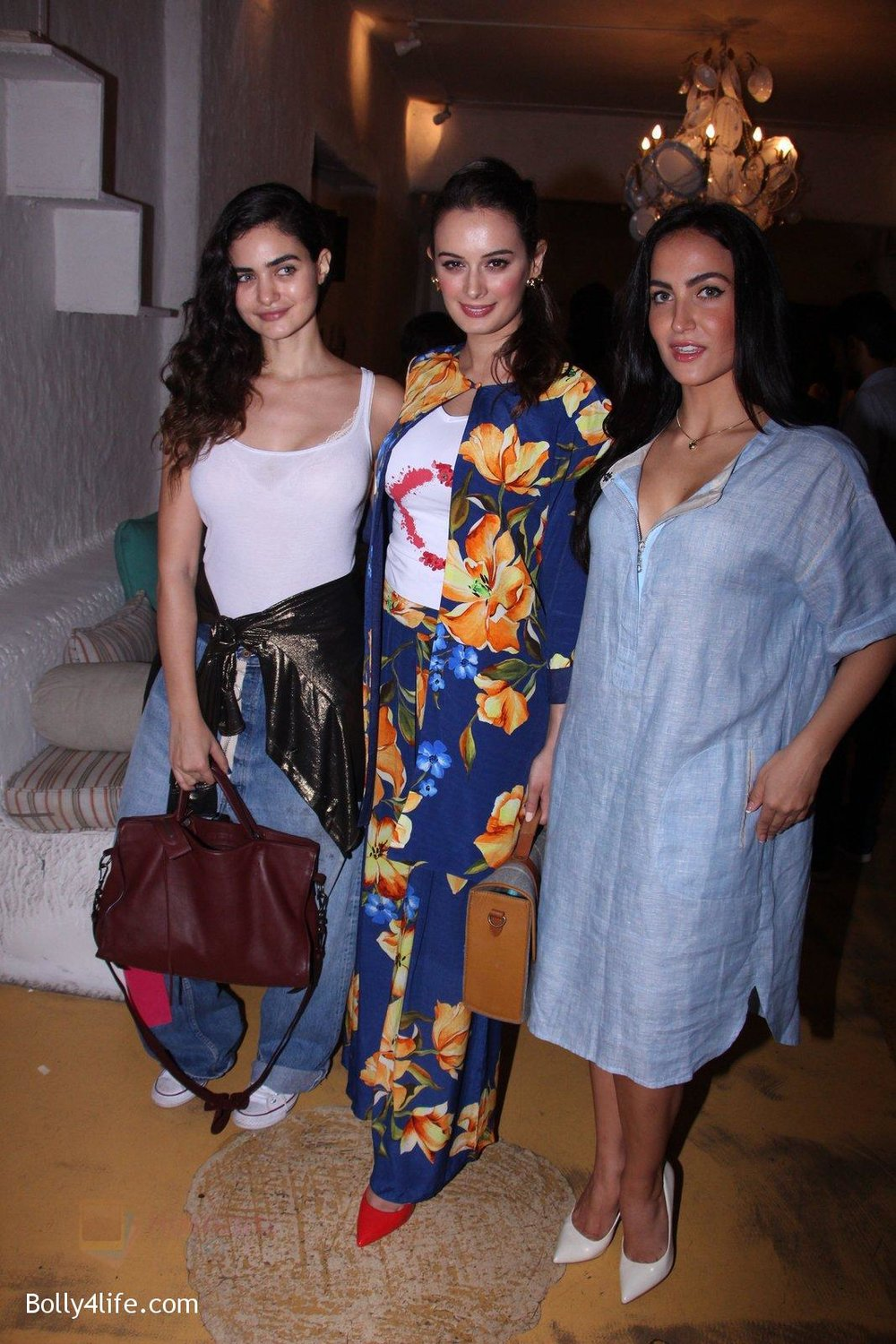 Evelyn-Sharma-host-3rd-Garage-Sale-of-Seams-for-Dreams-an-Initiative-on-4th-Oct-2016-19.jpg