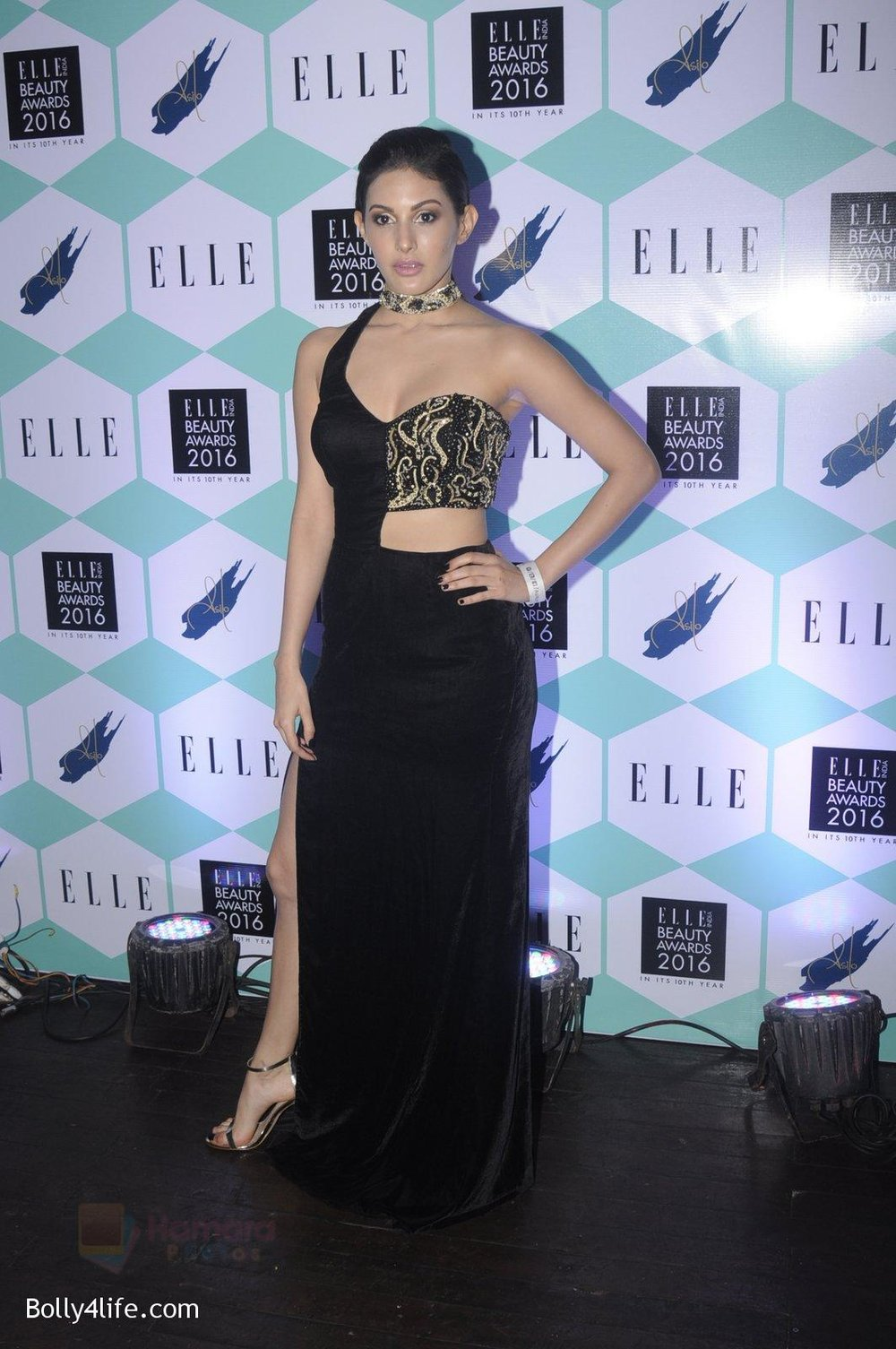 Amyra-Dastur-at-Elle-Beauty-Awards-on-5th-Oct-2016-28.jpg