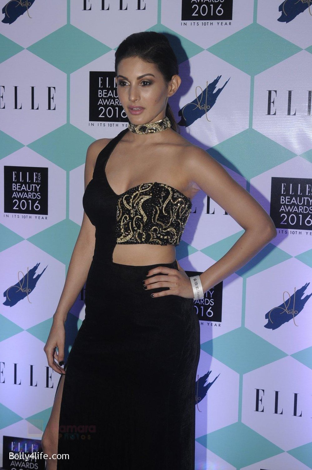 Amyra-Dastur-at-Elle-Beauty-Awards-on-5th-Oct-2016-32.jpg