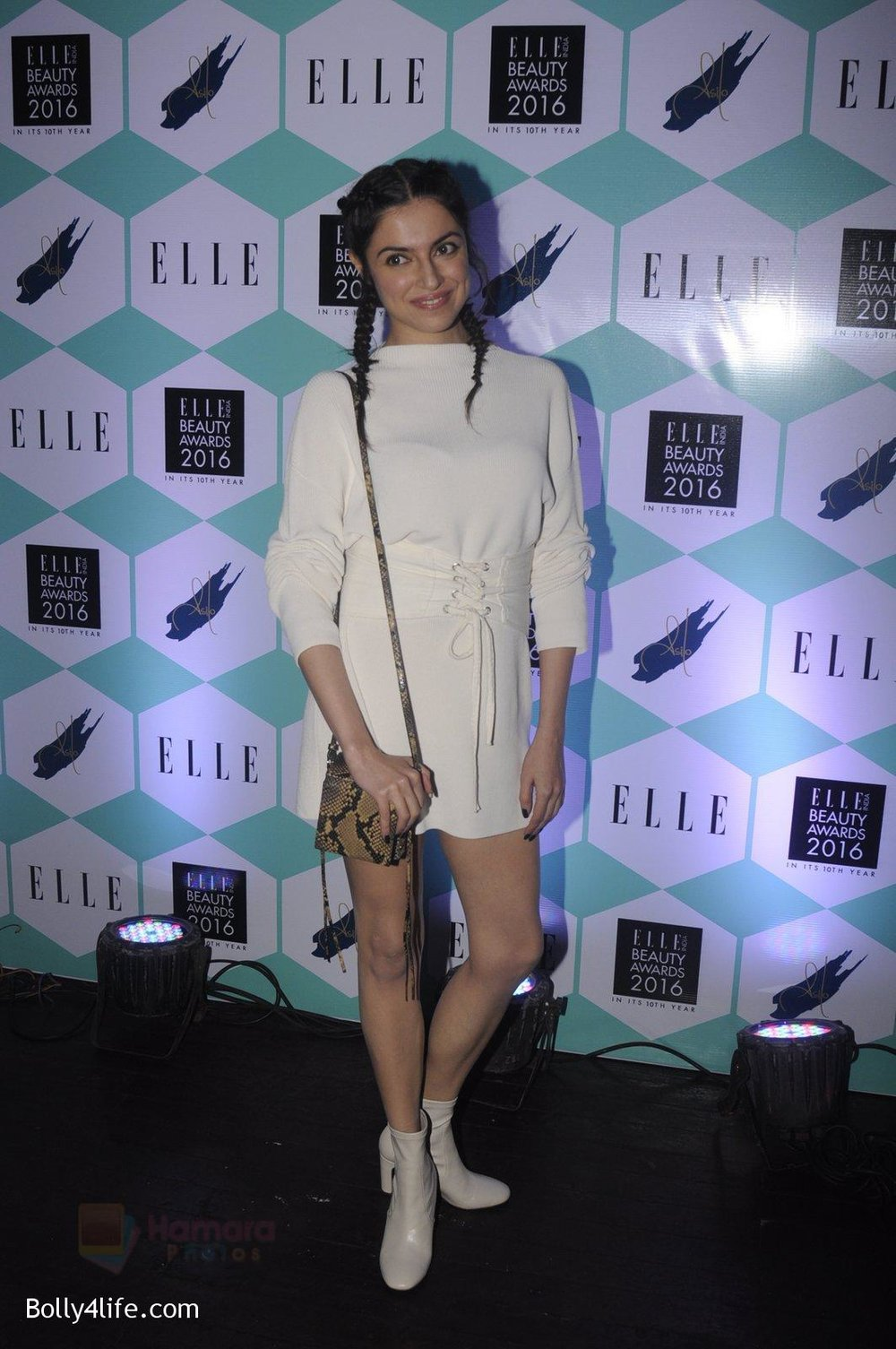 Divya-Kumar-at-Elle-Beauty-Awards-on-5th-Oct-2016-92.jpg